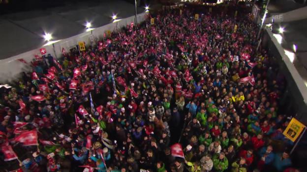 Video «Ski alpin: Weltcup, Siegerehrung Super-Kombi Wengen» abspielen