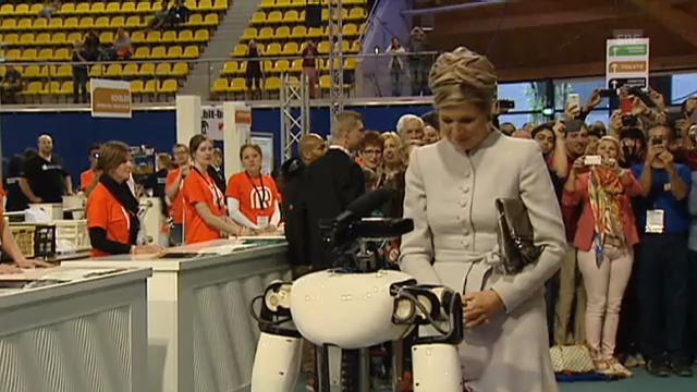 Königin Máxima erobert Roboterherzen (unkommentiertes Video)