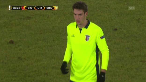 Video «Vukcevic fliegt vom Platz und keiner weiss wieso» abspielen