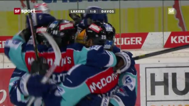 Video «Eishockey: Franco Collenbergs kurioser Treffer gegen Davos» abspielen