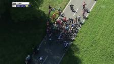 Video «Der folgenreiche Massensturz 25 km vor dem Ziel» abspielen