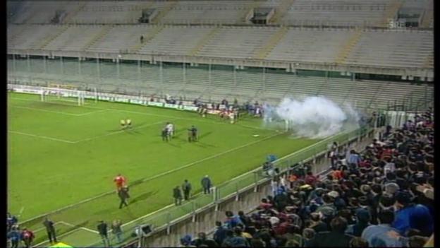 Video «Fiorentina - GC abgebrochen («tagesschau» 04.11.1998)» abspielen