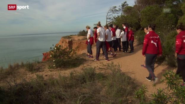 Video «Fussball: Die Frauen-Nati auf dem Weg nach Kanada» abspielen