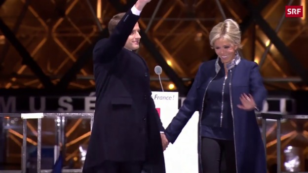 Video «Das neue Präsidentenpaar und das Bad in der Menge» abspielen