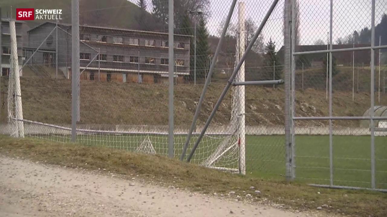Junge Asylsuchende im Sportzentrum Huttwil