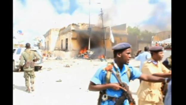 Video «Bilder des Anschlagsortes. (unkommentiert)» abspielen