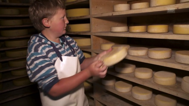 Video «Lorenz im Käsespeicher auf der Mägisalp» abspielen