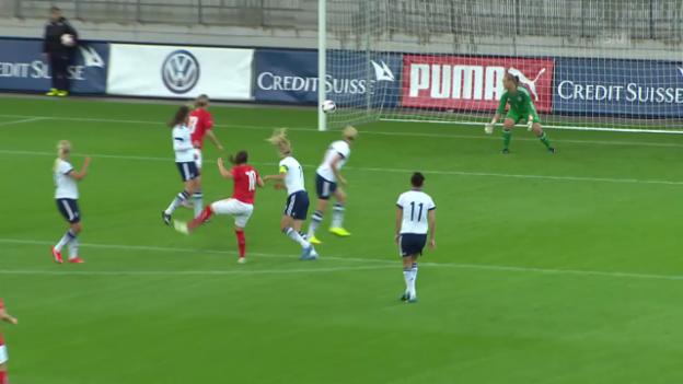 Video «Fussball: Nati, Schweiz - Dänemark, Tor Bachmann» abspielen