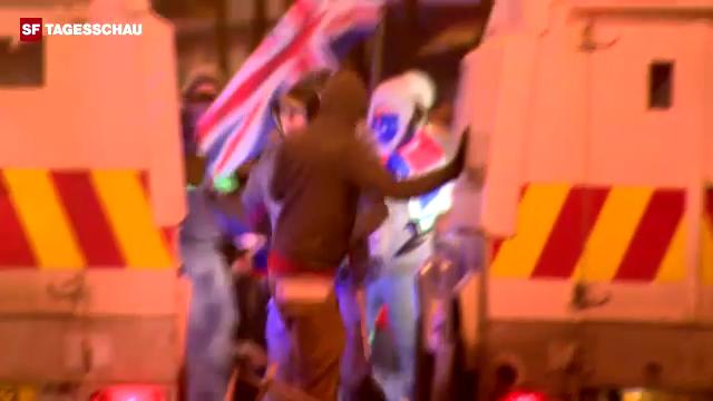 Ausschreitungen bei Protesten vor dem Rathaus von Belfast (unkommentiert)