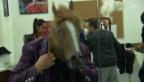 Video ««8 Kufen für Biellmann»: Die Eiskunstläufer kleiden sich ein» abspielen