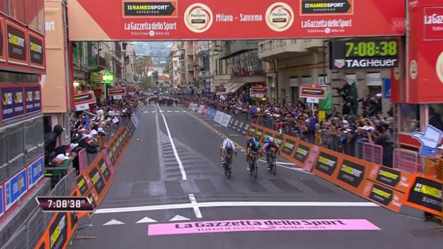 Video «Kwiatkowski überlistet Sagan auf der Via Roma» abspielen