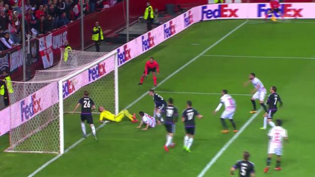 Video «Sevillas Doppelschlag gegen Basel kurz vor der Pause» abspielen