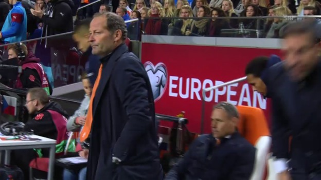 Video «Fussball: EURO-Quali, Schlusspfiff Niederlande - Tschechien» abspielen