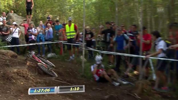 Video «Mountainbike: Schurters Sturz kurz vor dem Ziel» abspielen