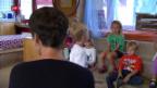 Video «In Schweizer Kindergärten zeichnet sich ein Personalmangel ab» abspielen