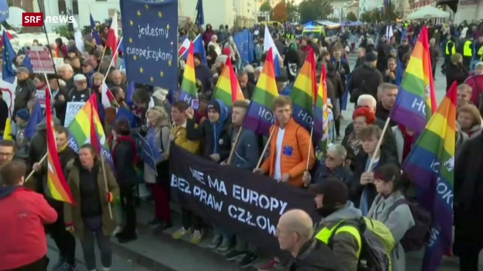 Zehntausende demonstrieren auf Polens Strassen
