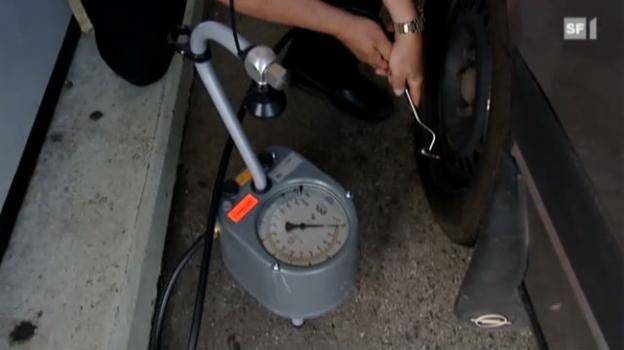 Video «Schlecht gepumpte Autopneus: Luft spart Benzin» abspielen