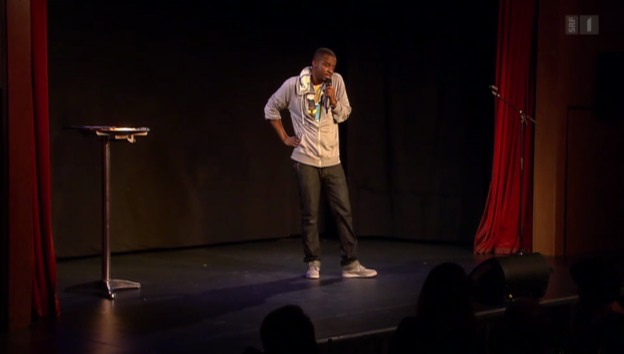 Video «Charles Nguela: Mit viel schwarzem Humor auf der Bühne» abspielen