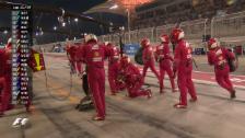 Video «Vettel düpiert Mercedes in den Boxen» abspielen