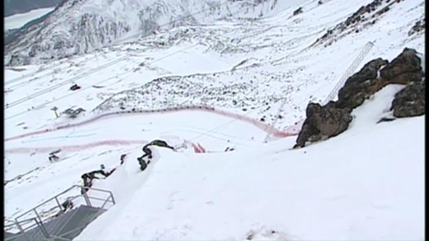 Video «Steiler geht's nicht: Der Start der Männer-Abfahrt in St. Moritz» abspielen