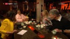Video «Koreanisch Kochen: Gäste probieren Reiskuchen» abspielen