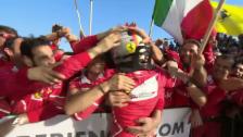 Link öffnet eine Lightbox. Video Vettel düpiert in Australien das Mercedes-Team abspielen