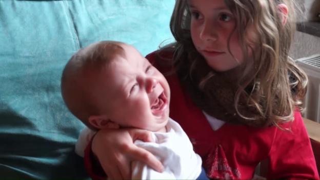 Video «Babys weinen je nach Muttersprache» abspielen