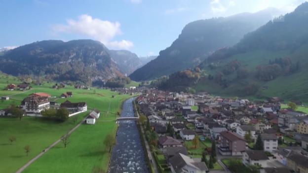 Video ««Unser Dorf» Muotathal aus der Luft» abspielen