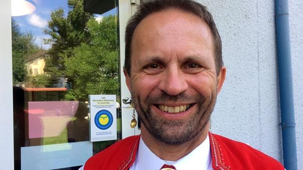 Dani Bösch begleitet am Akkordeon