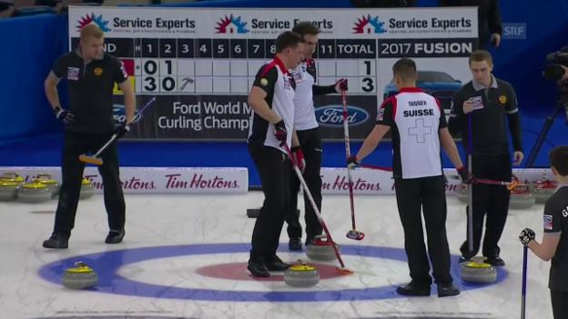 Video «Schweizer Curler schlagen Russland klar» abspielen