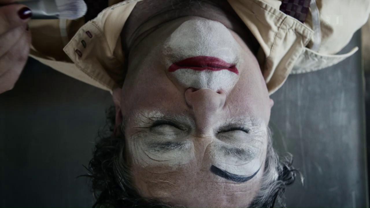 «Der Bestatter»: Clownschminke