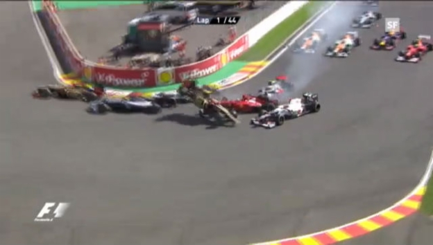 Video «GP Belgien 2012: Startcrash («sportlive»)» abspielen