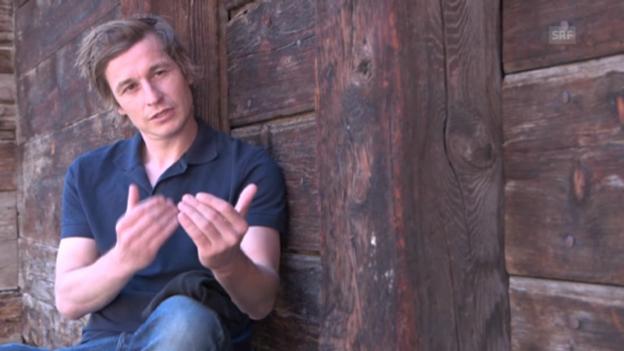 Video «Arno Camenisch über die Distanz in der Sprache» abspielen
