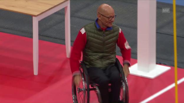 Video «Mit regulärem Rollstuhl über den Hindernisparcours» abspielen