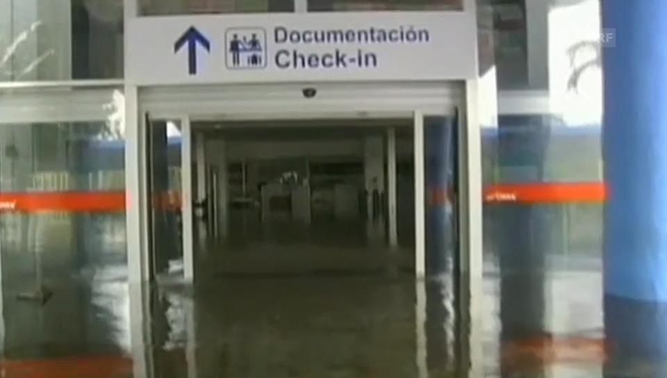 Land unter: der Flughafen von Acapulco