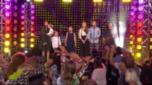 Video «Angelo Kelly & Family mit Will Ye Go, Lassie Go» abspielen