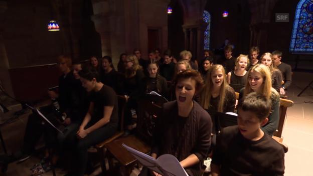 Video «Eröffnung: 300 Basler Gymnasiasten intonieren James Clarke» abspielen