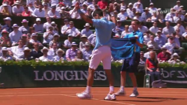 Video «Tennis: French Open, HF, Djokovic zertrümmert Schläger» abspielen