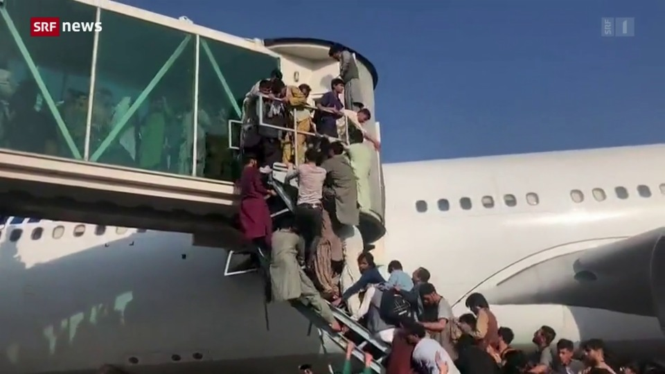 Nach der Machtübernahme der Taliban: Dramatische Szenen am Flughafen – Analyse