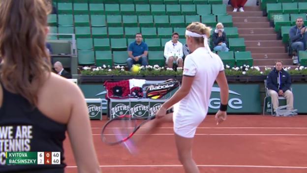 Video «Tennis: French Open 2015, Achtelfinal Bacsinszky - Kvitova, Bacsinszkys kleine Jongliereinlage» abspielen