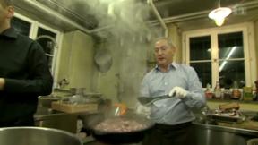 Video «Gaumenfreuden mit ägyptischem Milliardär» abspielen