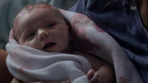 Video «Episode 7 in Originalton mit deutschen Untertiteln» abspielen