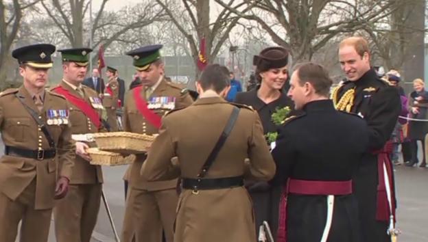 Video «William und Kate an der St. Patrick's-Parade» abspielen