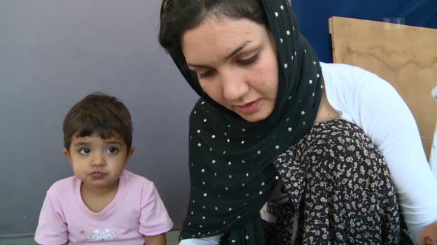 Video «Hilfe für gestrandete Flüchtlinge» abspielen