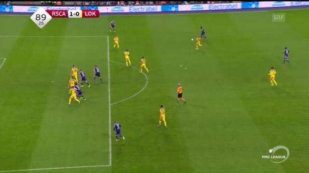 Video «Anderlecht schlägt Lokeren dank Tor in der 90. Minute» abspielen