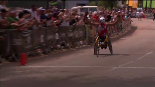 Video «Rollstuhl-Marathon: Hugs Start und Zielankunft» abspielen