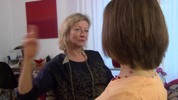 Video «EMDR-Psychotherapie – Helfen Augenbewegungen gegen ein Trauma?» abspielen