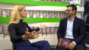 Video «Michelle Hunziker: Ein Buch über ihre Zeit bei einer Sekte» abspielen