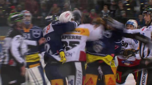 Video «So prügelte sich Luganos Lapierre im Mitteldrittel» abspielen