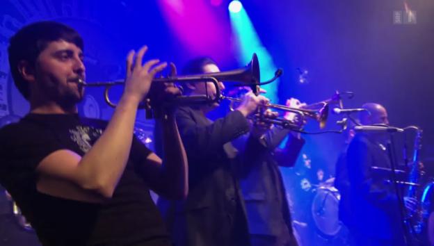 Video «Im Balkansound zu Hause: Die Berner Band «Traktorkestar»» abspielen